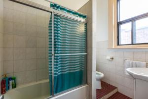 A bathroom at Hotel Bon Soleil