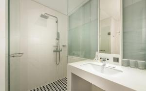 A bathroom at Hotel Peyto Gangnam