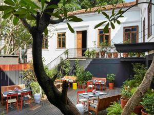 A restaurant or other place to eat at Mama Shelter Rio De Janeiro