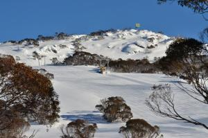 Smiggins Hotel & Chalet Apartments during the winter