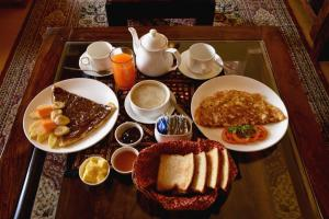 Breakfast options available to guests at Mateh Villa