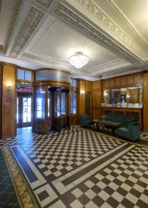 The lobby or reception area at Hotel Metropolis