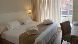 Llit o llits en una habitació de Senator Barajas