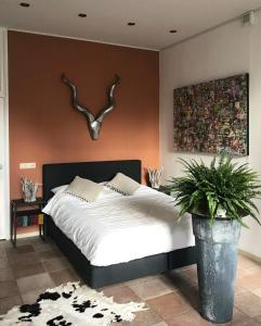 A bed or beds in a room at De Pelgrimsplaats