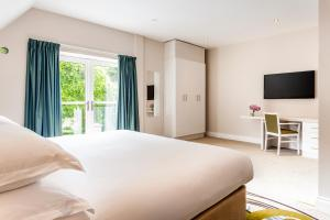 A bed or beds in a room at The Daffodil Hotel & Spa