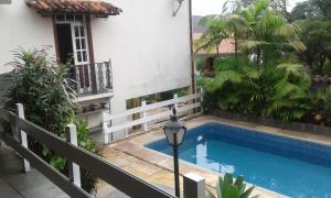 A piscina localizada em Pousada Dona Denis ou nos arredores