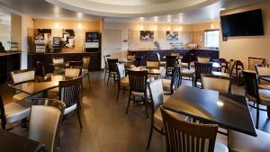 A restaurant or other place to eat at Best Western Plus Miami Airport North Hotel & Suites