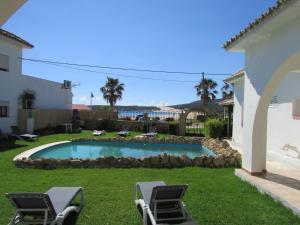 The swimming pool at or near Apartamentos Miramar