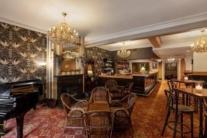 The lounge or bar area at Hadley's Orient Hotel