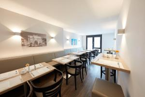 A restaurant or other place to eat at GHOTEL hotel & living München-City