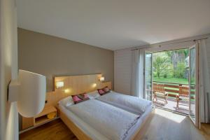 A bed or beds in a room at Boutique Hotel Bellevue