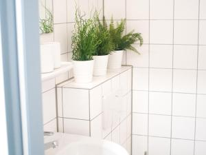 A bathroom at Relax Aachener Boardinghouse Phase 3