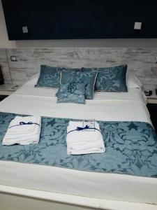 A bed or beds in a room at Relais San Pietro