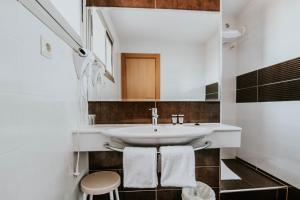 Un baño de Hotel Isasa