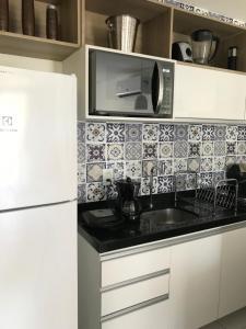 A kitchen or kitchenette at Apto ILOA na Barra de São Miguel