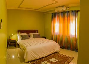 A bed or beds in a room at MAMIKKI Hotel Apartments