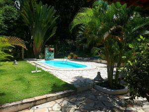 The swimming pool at or near CHÁCARA RECANTO DA MATA