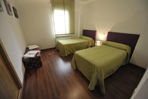 Cama o camas de una habitación en Apartamentos Turisticos Veladiez