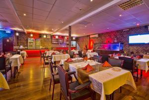 Restaurant ou autre lieu de restauration dans l'établissement Mutrah Hotel