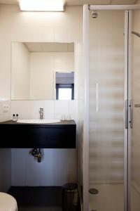 A bathroom at Antwerp Harbour Hotel