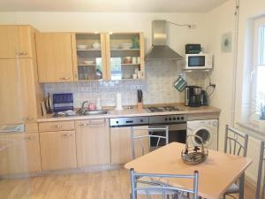 A kitchen or kitchenette at Ferienwohnungsvermietung Leitel