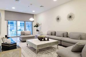 A seating area at Boutique Living - Dubai Marina Wharf 2