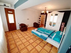 Uma área de estar em Deluxe Apartment with Sea and F1 view