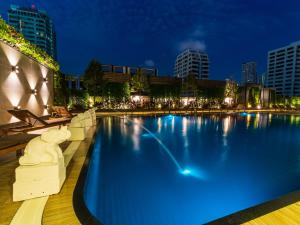 The swimming pool at or near Centre Point Sukhumvit 10