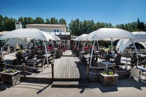 Restaurant ou autre lieu de restauration dans l'établissement Holiday Marina Resort