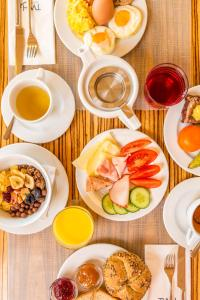 Breakfast options available to guests at Hotel Savannah
