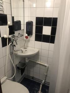 A bathroom at STF Rygerfjord Hotel & Hostel