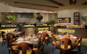 A restaurant or other place to eat at Dan Eilat Hotel