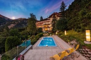 Der Swimmingpool an oder in der Nähe von Hotel Alpenblick