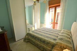 A bed or beds in a room at Santa Maria Villa Sleeps 8 Pool Air Con WiFi