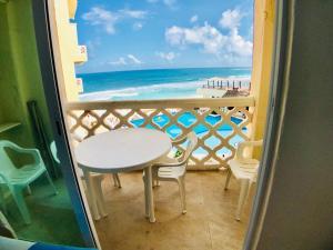 Un balcón o terraza de Beachfront suite in the best location!