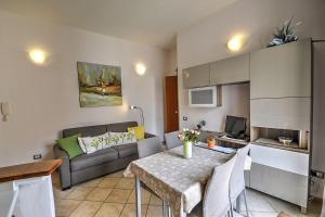 A seating area at Amalfi Apartment Sleeps 4 WiFi