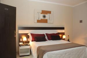 A bed or beds in a room at Itamaraty Hotel