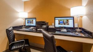 The business area and/or conference room at Best Western Cape Cod Hotel