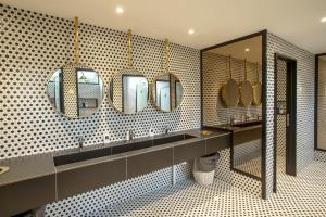 A bathroom at Yote 28