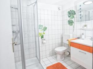 A bathroom at Gästehaus Susanne
