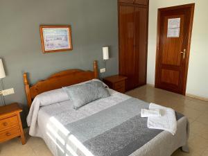 Ένα ή περισσότερα κρεβάτια σε δωμάτιο στο Hotel-Restaurante la Loma