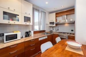 Cuisine ou kitchenette dans l'établissement Apartment Calle Furlani Near Venice San Marco