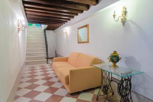 Coin salon dans l'établissement Apartment Calle Furlani Near Venice San Marco