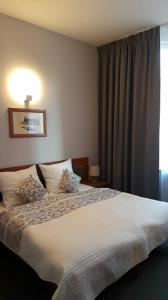 A bed or beds in a room at Hotel Rycerski