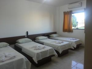 A bed or beds in a room at Hotel Sarandi
