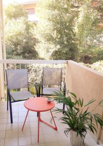 A balcony or terrace at Appartement Eglantines