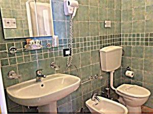 A bathroom at Torre Hotel - Adults Only