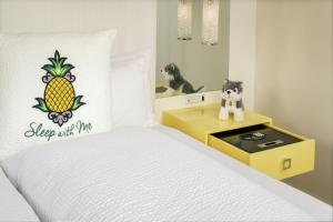 A bed or beds in a room at Staypineapple, A Delightful Hotel, South End