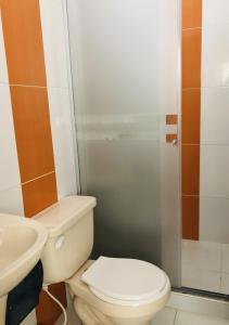 A bathroom at Hotel Center Plaza Plus