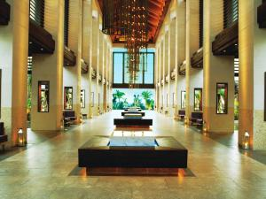 The lobby or reception area at The Cove at Atlantis
